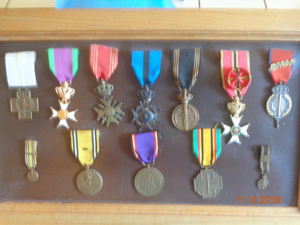 Pour les amateurs....... belges :) médailles de mon papa .... Medail10