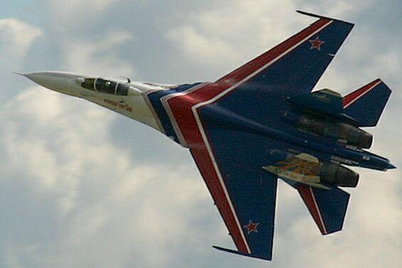 Patrouilles acrobatiques du monde - Page 2 Su-27_10