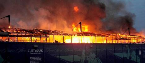 21/05 : le Cutty Sark en feu ! Cutty_10