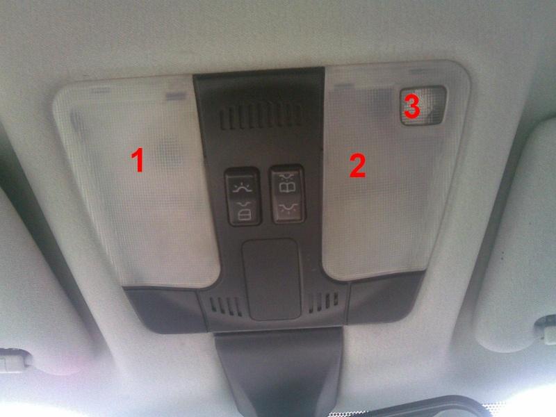 Changer les ampoules du plafonnier avant (W202, W210, ...) 111