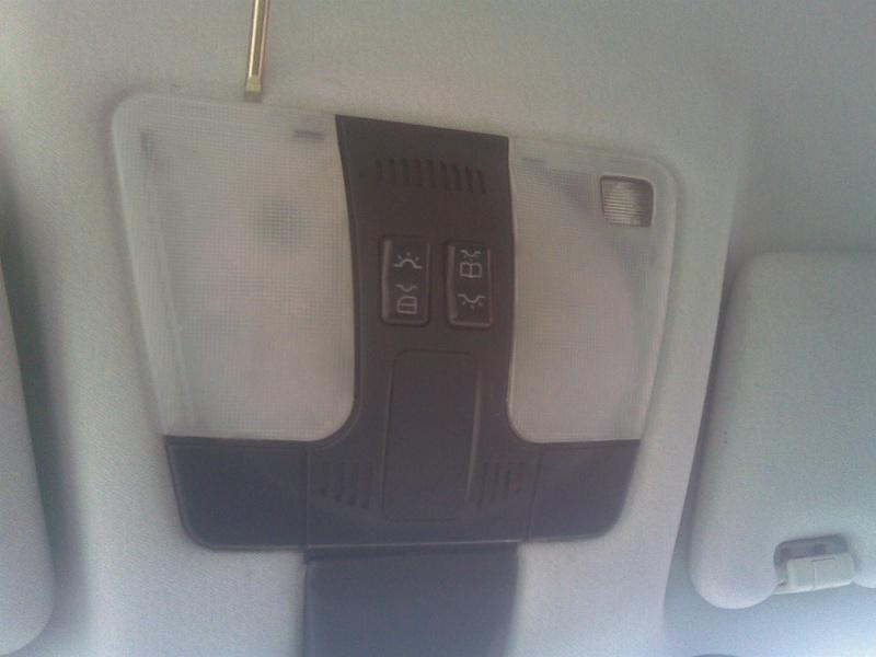 Changer les ampoules du plafonnier avant (W202, W210, ...) 310
