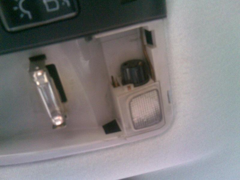 Changer les ampoules du plafonnier avant (W202, W210, ...) 510