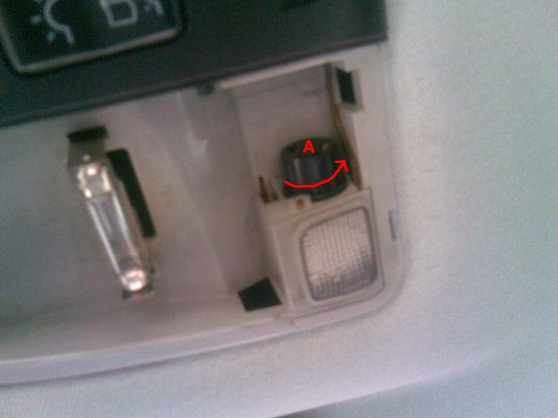 Changer les ampoules du plafonnier avant (W202, W210, ...) 511