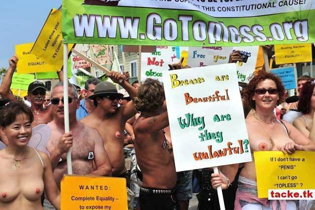 biểu tình đòi quyền được cởi trần ở Mĩ 310