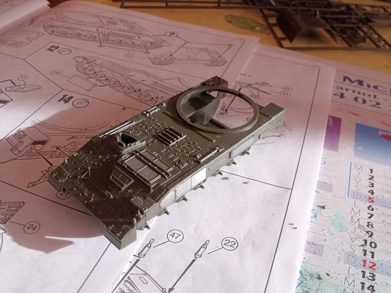 """REVELL 1/72 SLT50-3 """" ELEFANT """" ET Sa aNH.52 T , avec le Panzerhaubitze 2000 et le Fennek dans la même boite - Page 2 Dscf1421"""