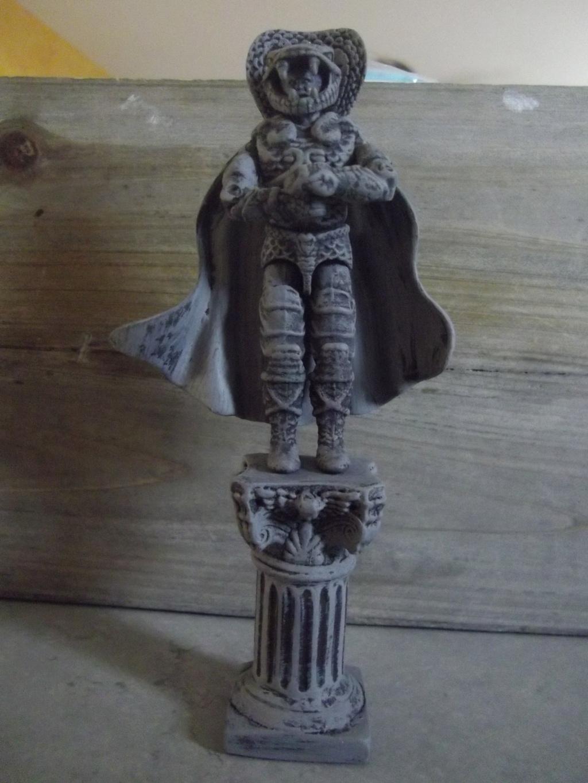 trône et statue Imgp8924