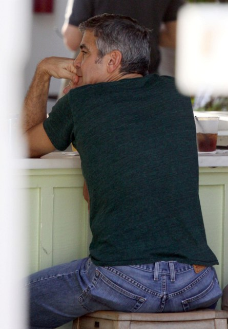 George Clooney George Clooney George Clooney! - Page 4 Cloone10