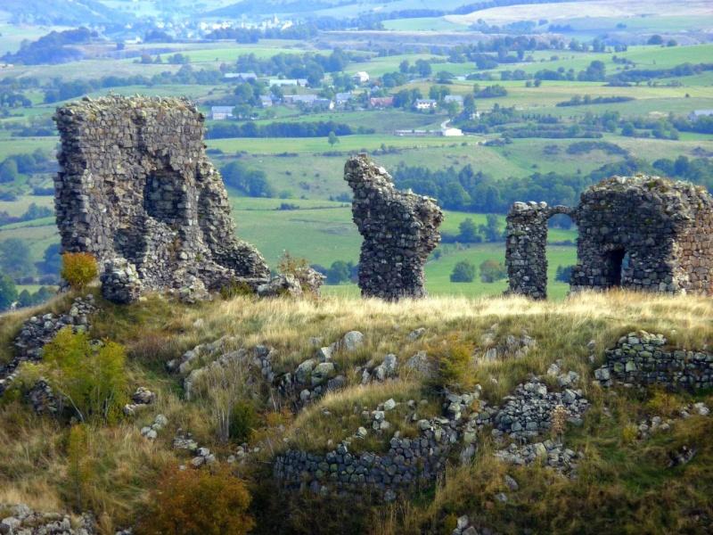 Chateaux du Cantal... 23797910