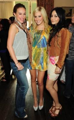 Jennifer Tisdale's Babyparty [09-01-10] Norm1268