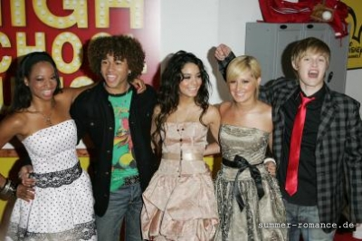 High School Musical Premiere [9-11-06] - Page 2 Norm1640
