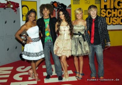 High School Musical Premiere [9-11-06] - Page 2 Norm1642