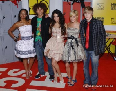 High School Musical Premiere [9-11-06] - Page 2 Norm1647
