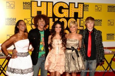High School Musical Premiere [9-11-06] - Page 2 Norm1652