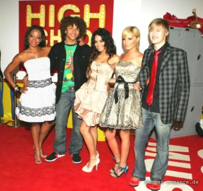 High School Musical Premiere [9-11-06] - Page 3 Norm1666