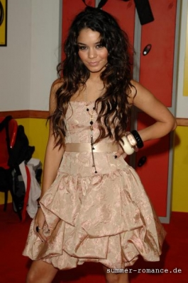 High School Musical Premiere [9-11-06] - Page 3 Norm1667