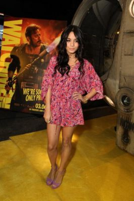 Nessa at Watchman Premiere - Page 2 Normal60