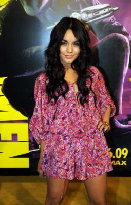 Nessa at Watchman Premiere - Page 3 Normal93