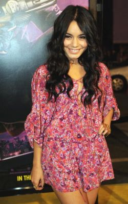Nessa at Watchman Premiere - Page 3 Normal96
