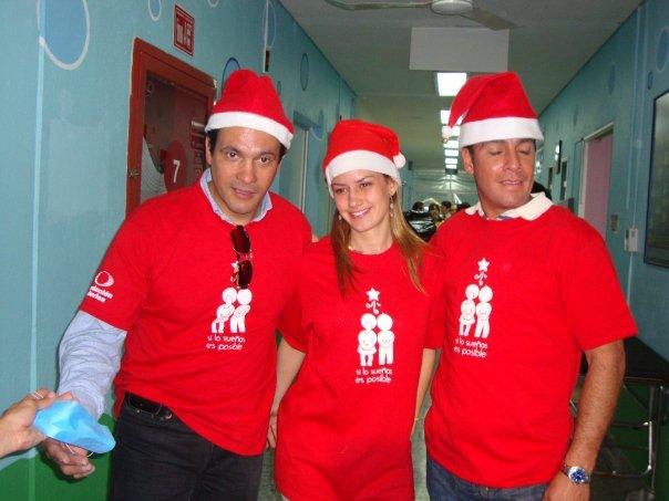 Alejandro Ruiz entregando juguetes en hospitales de niños 22163_10