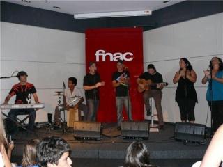 foToS de AlDeskuiDo en La firma de Discos Ocnprj10