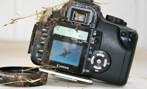 Canon EOS Rebel XT spits in gravity's face, survives 3,000-foot drop? Droppe10