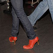 Ces chaussures, ses habits ... Chausu10