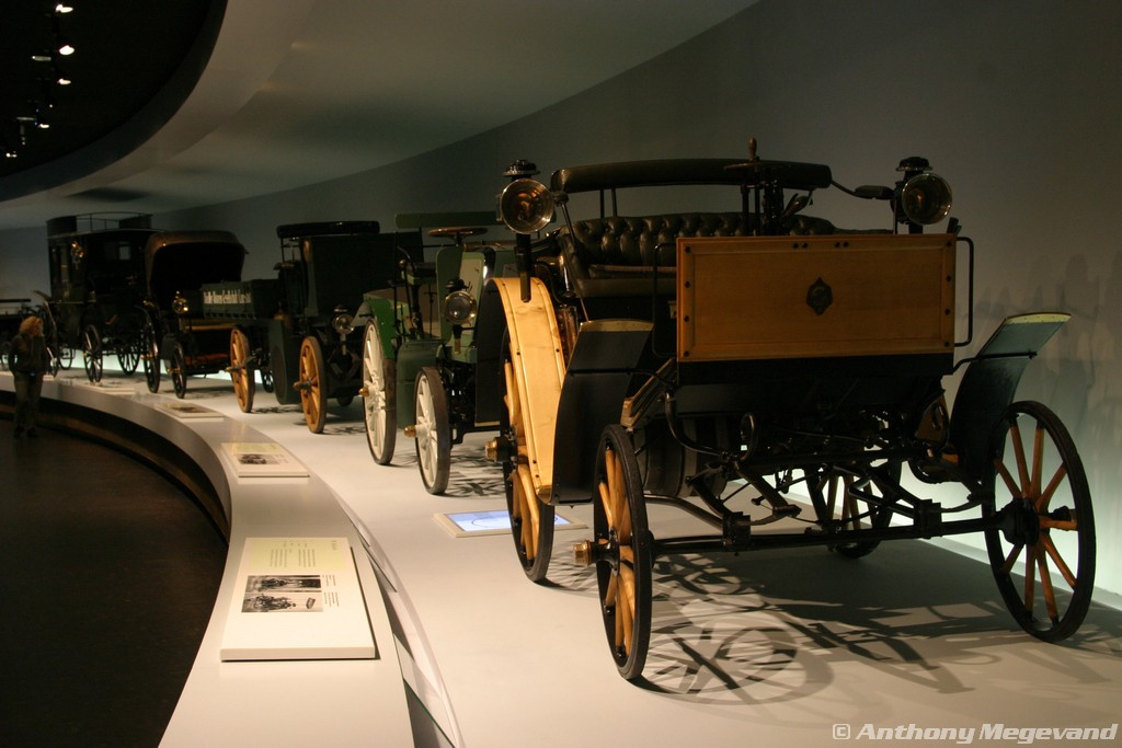 musée - [Photos] Le Mercedes-Benz Museum de Stuttgart 00_vis18