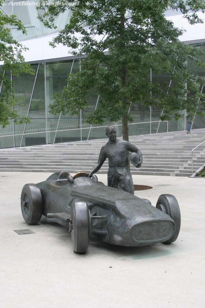 musée - [Photos] Le Mercedes-Benz Museum de Stuttgart A6-00_14