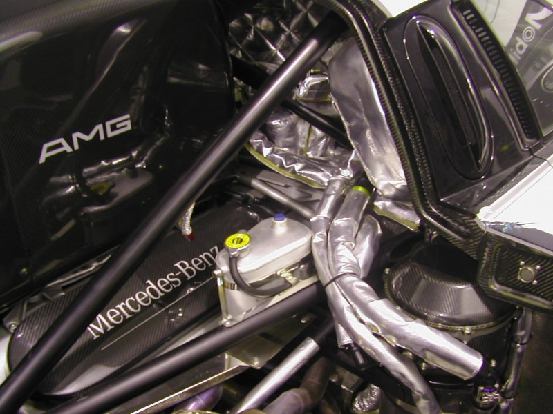 La Mercedes Benz CLK GTR 1998 Clkgtr24