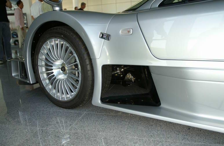 La Mercedes Benz CLK GTR 1998 Clr110