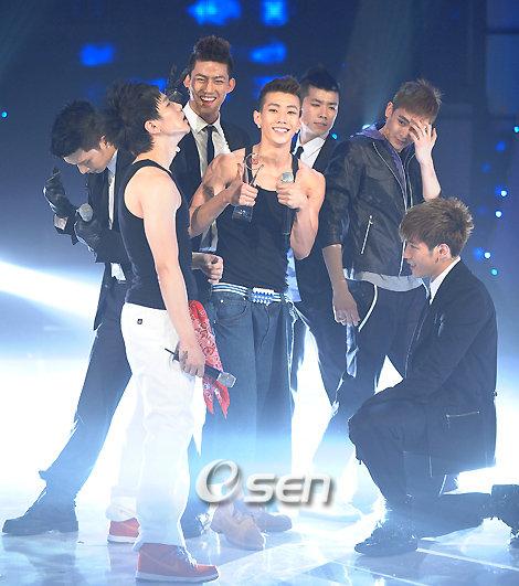 2PM (хамтлагаараа авахуулсан зурагнууд) 2pm_3710