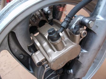 NTV 650 : Fourches et double freins à disques adaptables ? - Page 2 Imgp1014