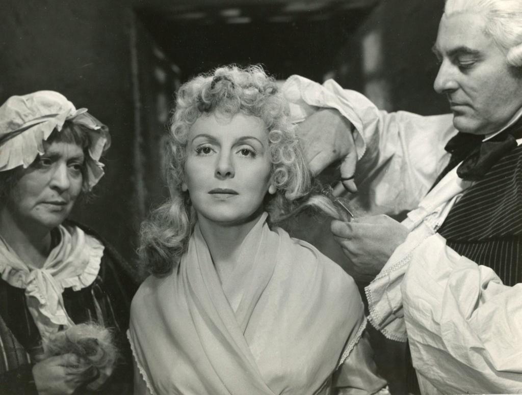 Les actrices interprètes de Marie-Antoinette au cinéma - Page 4 Renzoe10