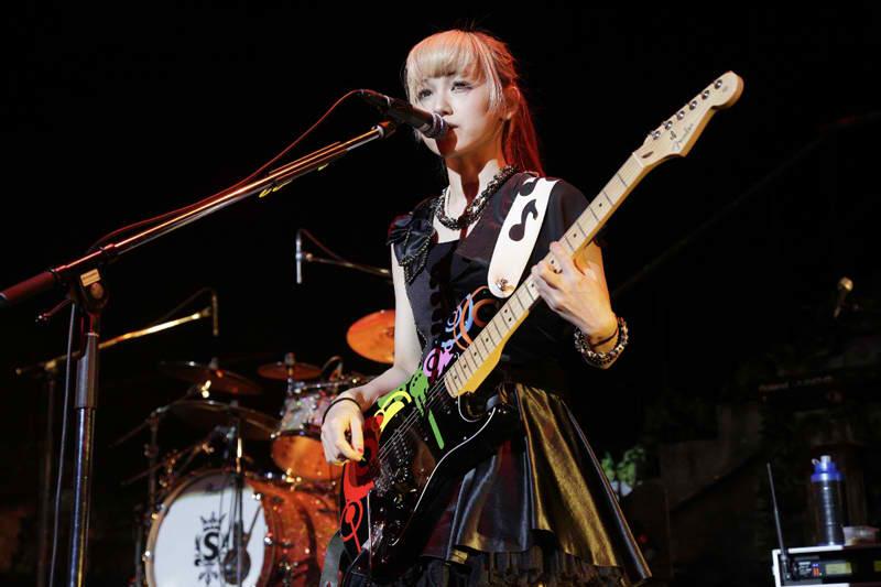 SCANDAL HALL TOUR 2012「Queens are trumps-Kirifuda wa Queen-」 - Page 4 Scanda15