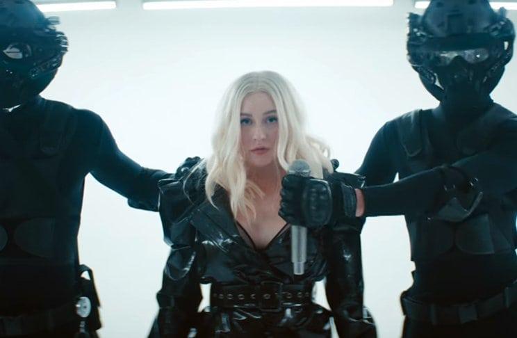 FALL IN LINE (Christina Aguilera&Demi Lovato) Leadte10