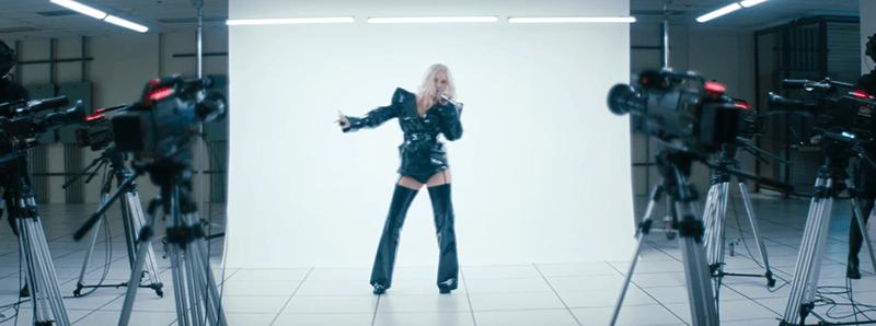 FALL IN LINE (Christina Aguilera&Demi Lovato) Leadte16