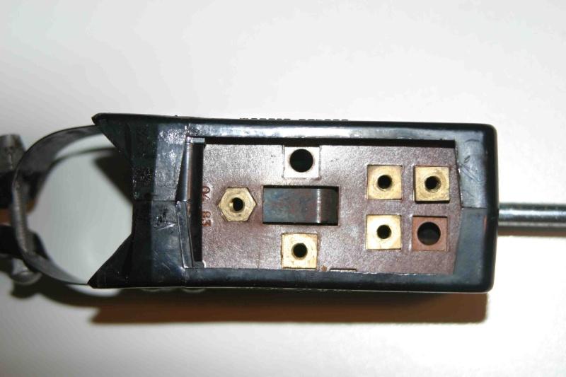 L'électricité pour les Nuls : le commodo de phares (5 et 7 plots) [à déplacer.Mis dans sommaire] Img_4421
