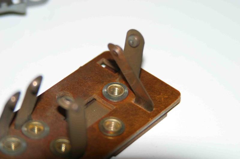 L'électricité pour les Nuls : le commodo de phares (5 et 7 plots) [à déplacer.Mis dans sommaire] Img_4428