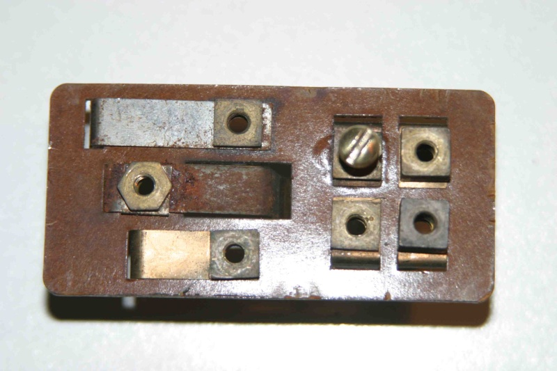 L'électricité pour les Nuls : le commodo de phares (5 et 7 plots) [à déplacer.Mis dans sommaire] Img_4522