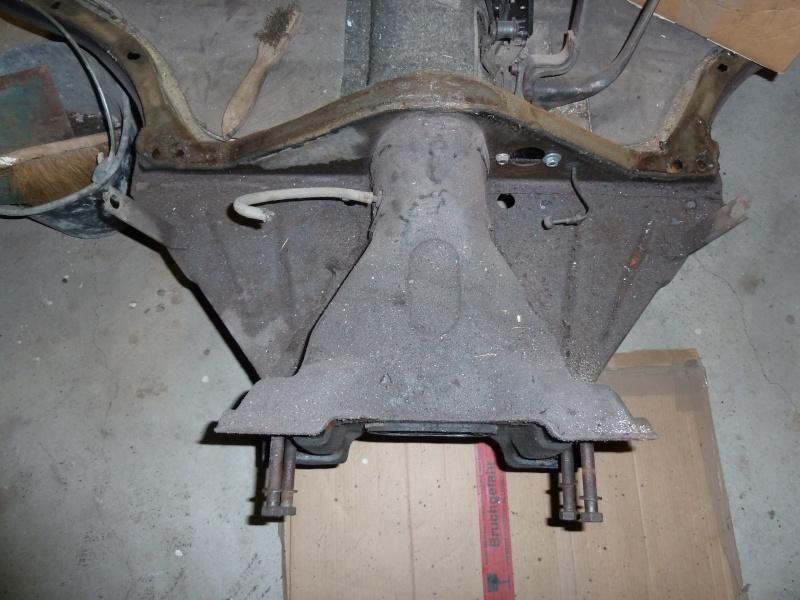 denis du bas rhin et sa Karmann Ghia de 73 sortie de grange - Page 6 P1080110