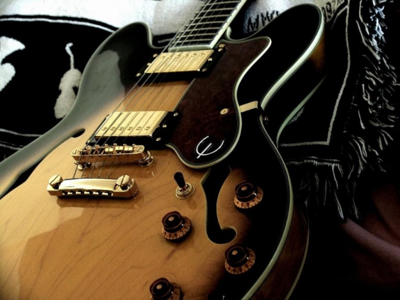 Votre fond d'écran du moment - Page 6 Guitar10