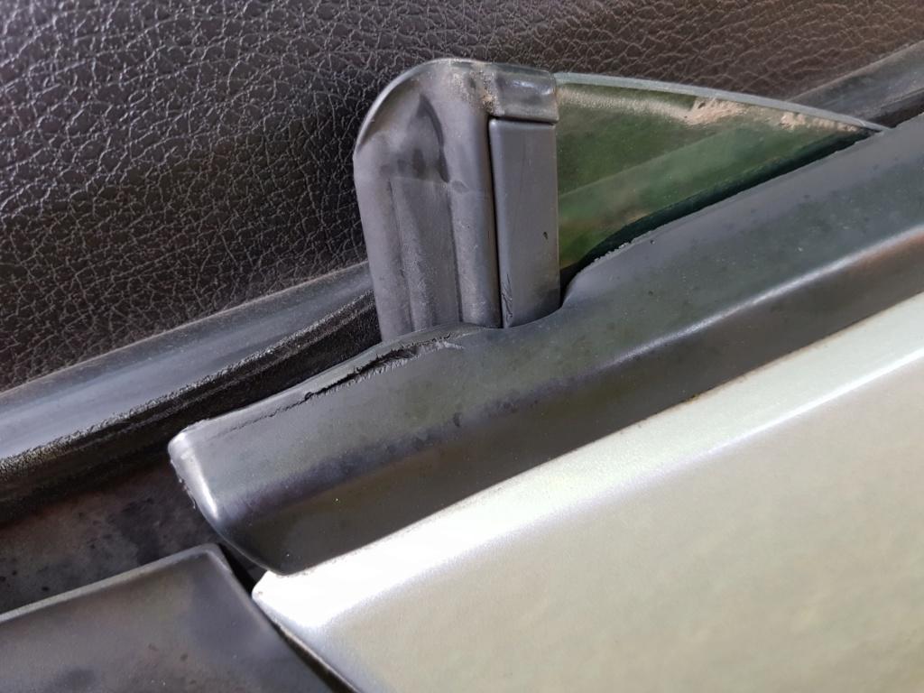 Joints lèche-vitre - Page 2 15343510