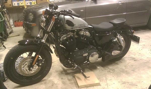 Réservoir secours 1 litre - Page 3 Harley10
