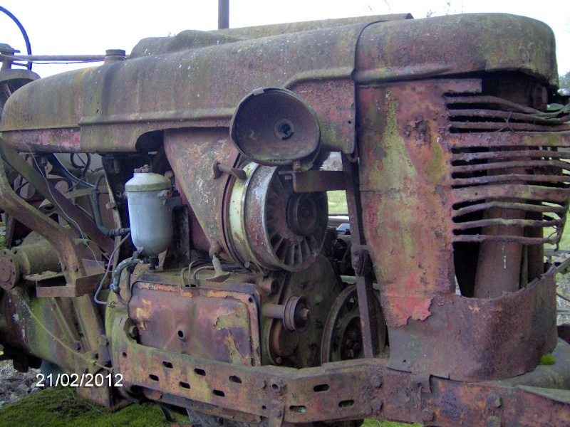 FARMALL a moteur DEUTZ F2L 514 Hpim0834