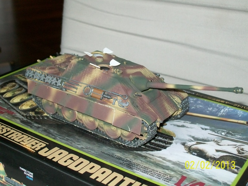 Chars Jagdpanther et Panther au repos au Chateau Pelzer [TAMIYA 1/48° ] (Diorama terminé) 00118