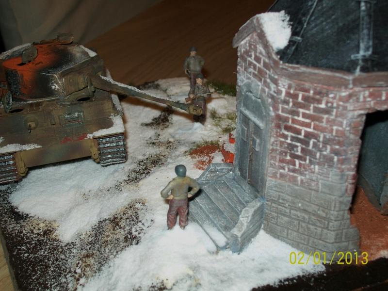 Tigre  [AFV CLUB - 1/48°] et la Chapelle de HALLOUX détruite en 1944 ( Diorama terminé ).  00612