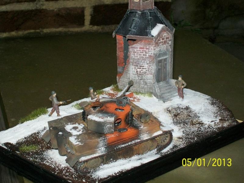 Tigre  [AFV CLUB - 1/48°] et la Chapelle de HALLOUX détruite en 1944 ( Diorama terminé ).  00614