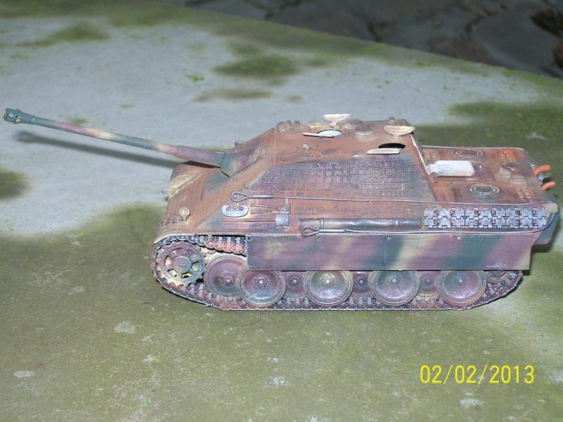 Chars Jagdpanther et Panther au repos au Chateau Pelzer [TAMIYA 1/48° ] (Diorama terminé) - Page 2 00616