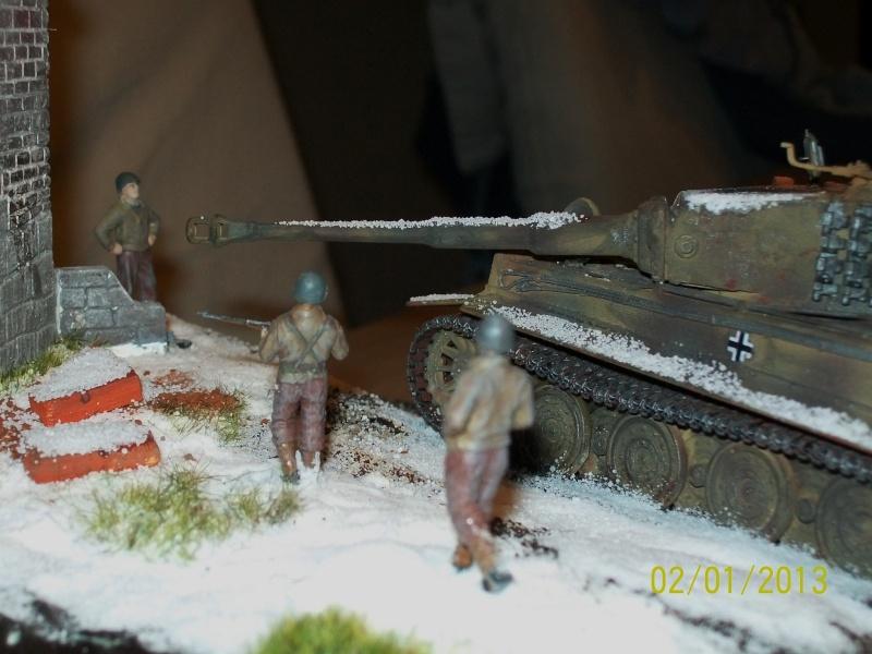 Tigre  [AFV CLUB - 1/48°] et la Chapelle de HALLOUX détruite en 1944 ( Diorama terminé ).  00813