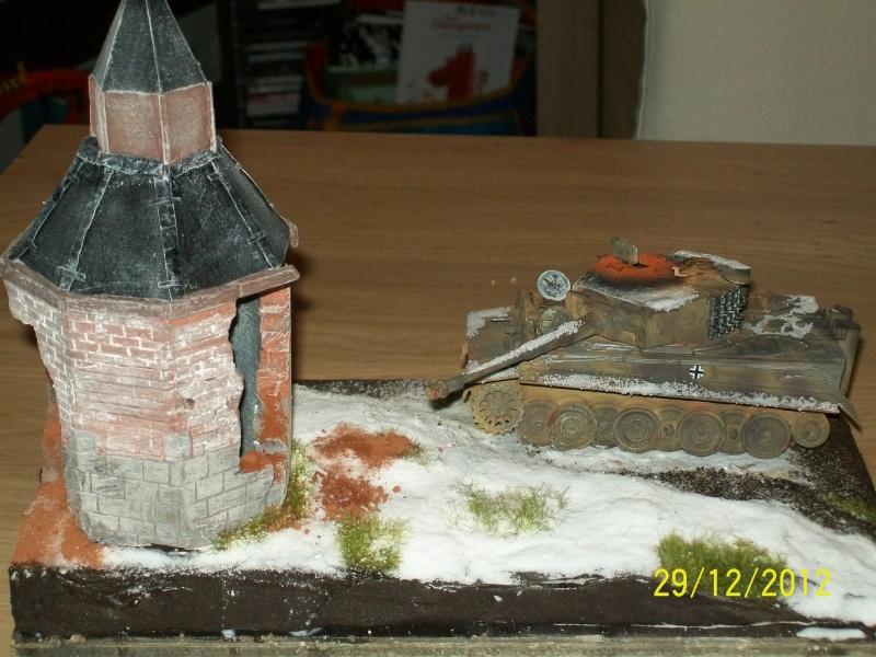 Tigre  [AFV CLUB - 1/48°] et la Chapelle de HALLOUX détruite en 1944 ( Diorama terminé ).  00910